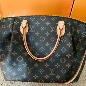 Louis Vuitton Turenne MM. Used Twice